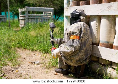 Paintball sport player goes to attack hides in shelter