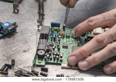 Repair of computer hardware. Modem repair. Replacement of the capacitor