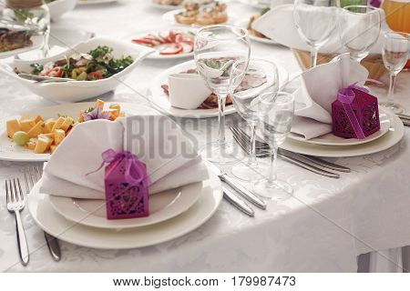 Elegant Wedding Reception Table Arrangement, Cute Purple Box With Ribbon On White Plate Near Tablewa