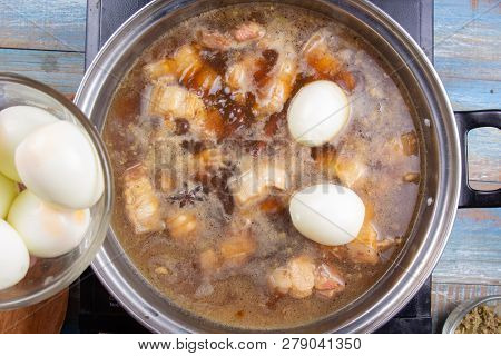 Chef Putting Boiled Eggs For Cooking Streaky Pork In Pot / Cooking Sweet Brown Stewed Pork Gravy (mo
