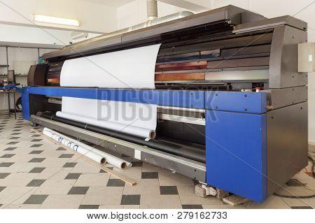 Big Professional Printing Machine In Printing House