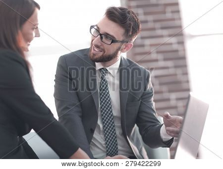 two coworkers discussing fun project over a laptop