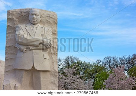 Washington Dc, Usa - April 13, 2015: Martin Luther King Jr Memorial During Cherry Blossom Festival I