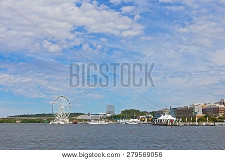 Oxon Hill, Maryland, Usa - September 11, 2016: National Harbor Panorama Potomac River Waterfront, Fe