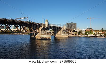 The Burnside Bridge Over The Willamette River In Portland, Oregon, On A Clear And Cloudless Autumn A
