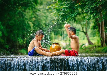 Penampang,sabah,malaysia-oct 29,2016:kadazan-dusun Kids Play The Water In The River At Penampang,sab