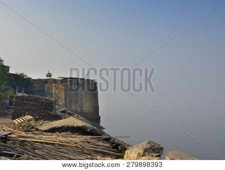 Mahim Fort In Mahim In Mumbai, Maharashtra. Overlooks Worli To The South, Bandra To The North And Ma