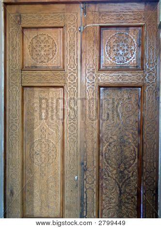 Geschnitzte Tür des Palastes