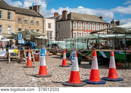 Richmond, North Yorkshire, Uk - August 1, 2020: Traffic Cones Marking One Way Entrance System On Cob