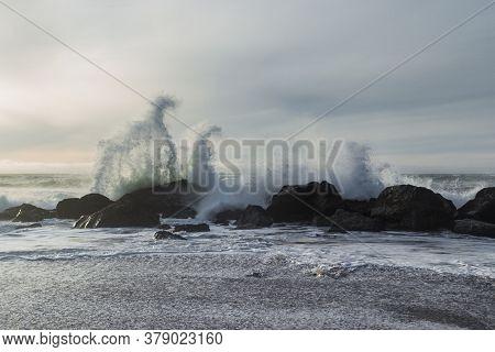 Powerful Waves Splashing