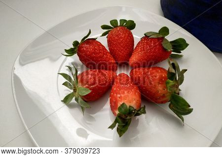 Ripe Strawberries Laid Out On A Plate, A White Plate, A Berry Close-up, Juicy And Ripe Strawberries