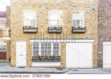 June 2020. London. A Street Scene In Belgravia, London, Uk Europe