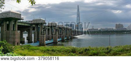 Seoul, South Korea - September 23, 2018: Panorama View Of Jamsil Bridge Across Han River With Lotte