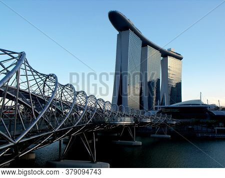 Singapore, March 6, 2016: View Of The Bridge That Crosses Marina Bay And Of The Three Towers And The