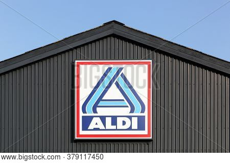 Logstor, Denmark - August 23, 2017: Aldi Supermarket Logo On A Wall. Aldi Is A Leading Global Discou