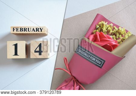 February 14, Rose Bouquet For Special Date With Number Cube.