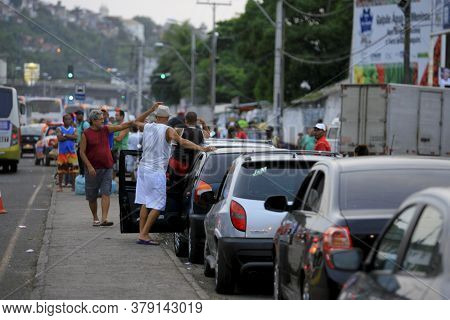 Salvador, Bahia / Brazil - December 27, 2014: Vehicles And People Are Seen In Line At The Terminal D