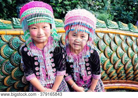 Chiangmai, Thailand - November 13, 2016 : Little Hill Tribe Girls Waiting For Tourist To Take A Pict