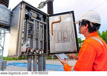 Engineers Are Checking The Operation Of The System By Laptop, Weekly Check The System Of The Power D