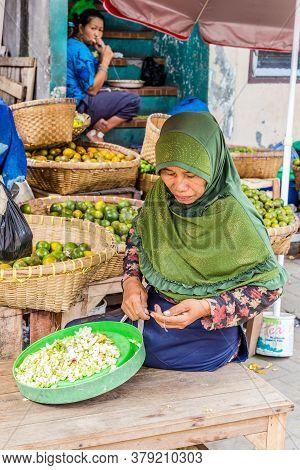 Semarang, Indonesia - November, 01, 2017: Woman Working On A Street Market In Semarang Indonesia