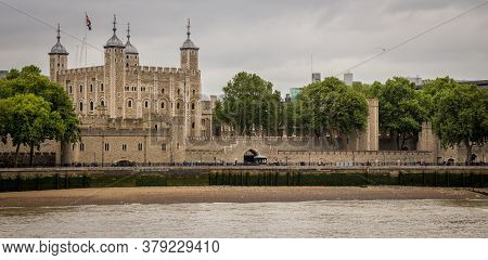 London, United Kingdom - ‎june ‎24, ‎2018: The Tower Of London And River Thames On A Cloudy Summers