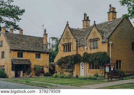 Broadway, Uk - July 07, 2020: Traditional Detached Limestone Houses In Broadway, A Large Historic Vi
