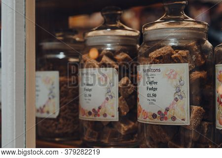 Broadway, Uk - July 07, 2020: Hamiltons Fudge In Jars In A Window Of A Shop In Broadway, A Large His