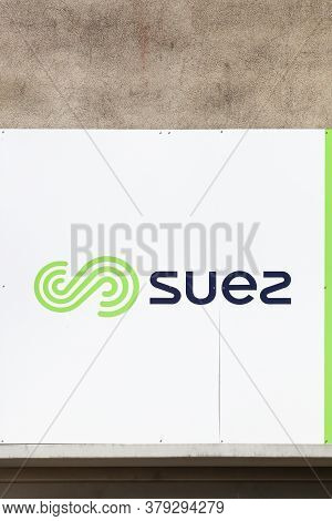 Roanne, France - May 31, 2020: Suez Logo On A Wall. Suez Sa Is A French-based Utility Company Which