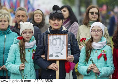Belarus, The City Of Gomil, May 9, 2019. Victory Day. Immortal Regiment. Woman With Portraits Of Rel
