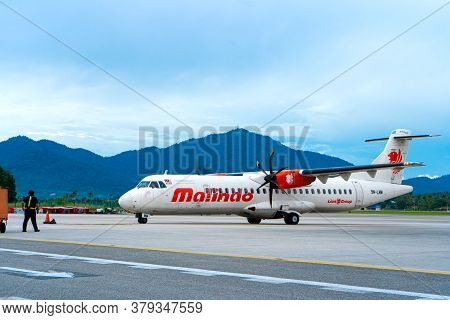 The Pr Pdo Propeller-driven Passenger Aircraft Prepares For Takeoff At The Airport On The Island Of
