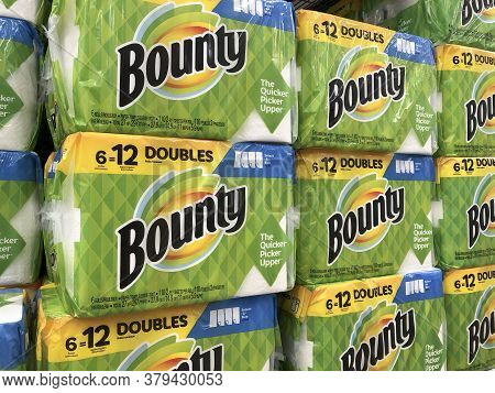 Indianapolis - Circa July 2020: Bounty Paper Towel Display. Bounty Is A Paper Towel Product Manufact