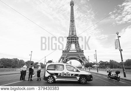 Paris, France - September 29, 2017: Traffic Police Checkpoint On Eiffel Tower Background. Traffic Po