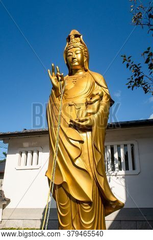 Kyoto, Japan, 08/11/19. Large Golden Teaching Buddha Statue By The Walkway In Fushimi Inari Taisha S