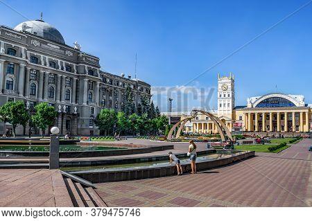 Kharkiv, Ukraine - July 20, 2020: Pryvokzalnyi Maidan In Kharkov On A Sunny Summer Day. The Building