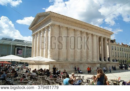 Nimes / France / April 4 2011 : Diners Enjoy Drinks And Food At A Pavement Cafe By The Historic Mais