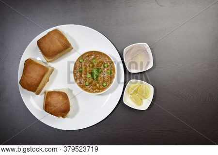 Indian Mumbai Food Pav Bhaji From Vegetables With Bread Close-up In A Bowl On The Table. Horizontal