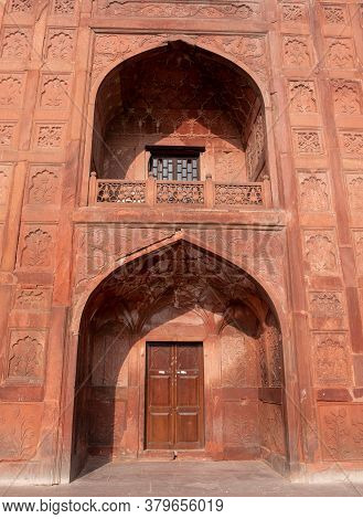 Delhi, India - March 15, 2019: Beautifully Decorated Window And Doorway At Red Fort