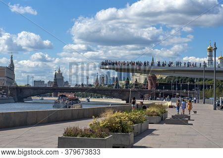 Russia, Moscow 14.08.2018 Floating Bridge In Zaryadye Park In Moscow, Russia. Zaryadye Is One Of The