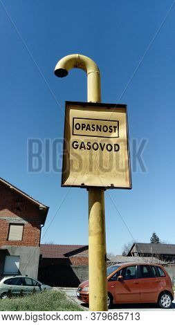 Gas Sign With Inscriptions In Serbian, Montenegrin And Croatian - Be Careful, Gas. Metal Warning Sig