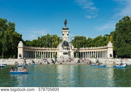 Madrid, Spain - May 30, 2015: Tourists And Locals Enjoy The Summer Heat Rowing In The Main Pond And
