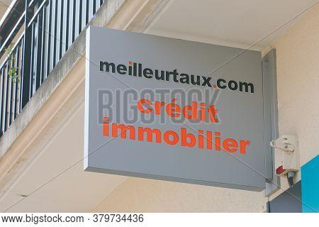 Bordeaux , Aquitaine / France - 08 04 2020 : Meilleurtaux.com Logo And Text Sign On Office Shop For