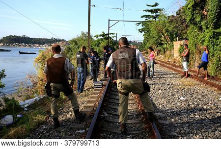 Salvador, Bahia / Brazil - November 23, 2015: Civil Police Investigators Are Investigating A Murdere