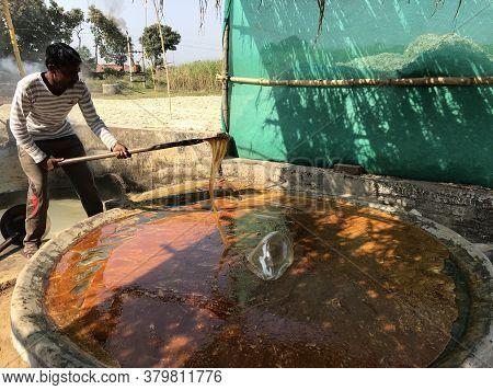 Narsinghpur, Madhya Pradesh/india : November 16, 2019 - A Man Making Jaggery From Sugarcane Juice