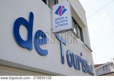 Bordeaux , Aquitaine / France - 08 04 2020 : Office De Tourisme Logo And Text Sign Means Information