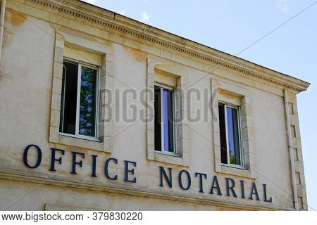 Bordeaux , Aquitaine / France - 08 04 2020 : Office Notarial Entrance Of Notary In Building French N