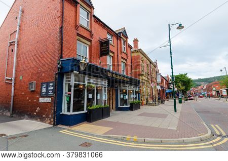 Prestatyn, Uk: Jul 06, 2020: A General Street Scene Of High Street At Early Evening. The William Mor