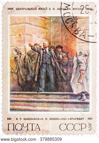 Ussr - Circa 1975: A Stamp Printed In The Ussr Shows A Painting Lenin On Steps Of Winter Palace By T