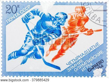 Ussr - Circa 1984: Postage Stamps Printed In The Ussr, Shows Hockey In The Xiv Olympic Winter Games