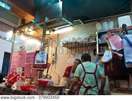 Hong Kong, Hong Kong Sar - November 17, 2018: Chef And Waitress Busily Cook Famous Roasted Goose And