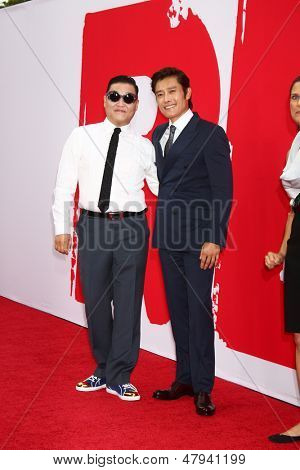 LOS ANGELES - 11 JUL: Psy, Byung hun Lee arriveert op de